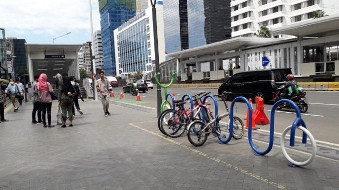 Jalur pejalan kaki yang bagus baru tersedia di pusat kota./foto: lin
