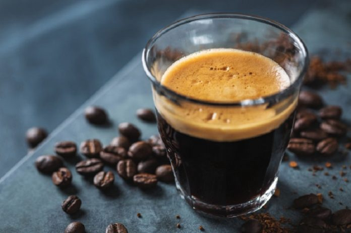 Minumlah kopi hitam tanpa tambahan gula dan susu agar mendapatkan asupan antioksidan./foto: Freepik.com