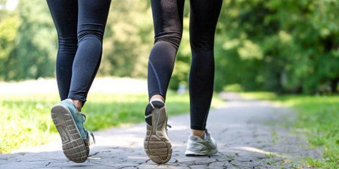 Lakukan 10.000 langkah per hari untuk membantu menurunkan berat badan./foto: openfit.com