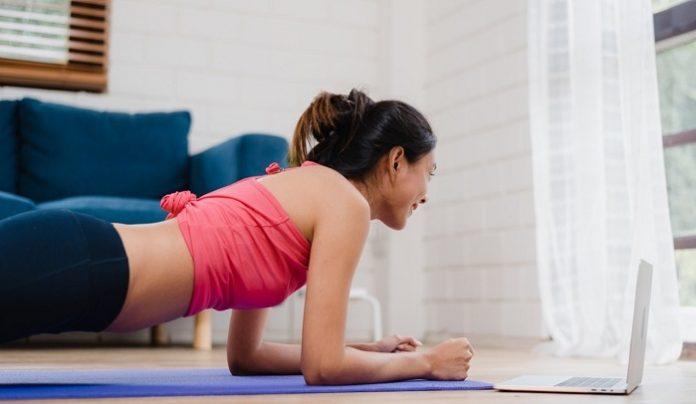 Olahraga rutin di rumah biar imun tubuh terjaga./foto: freepik.com